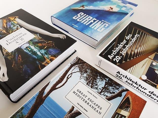 TASCHEN Verlag Bücher Bildbände Buchtisch