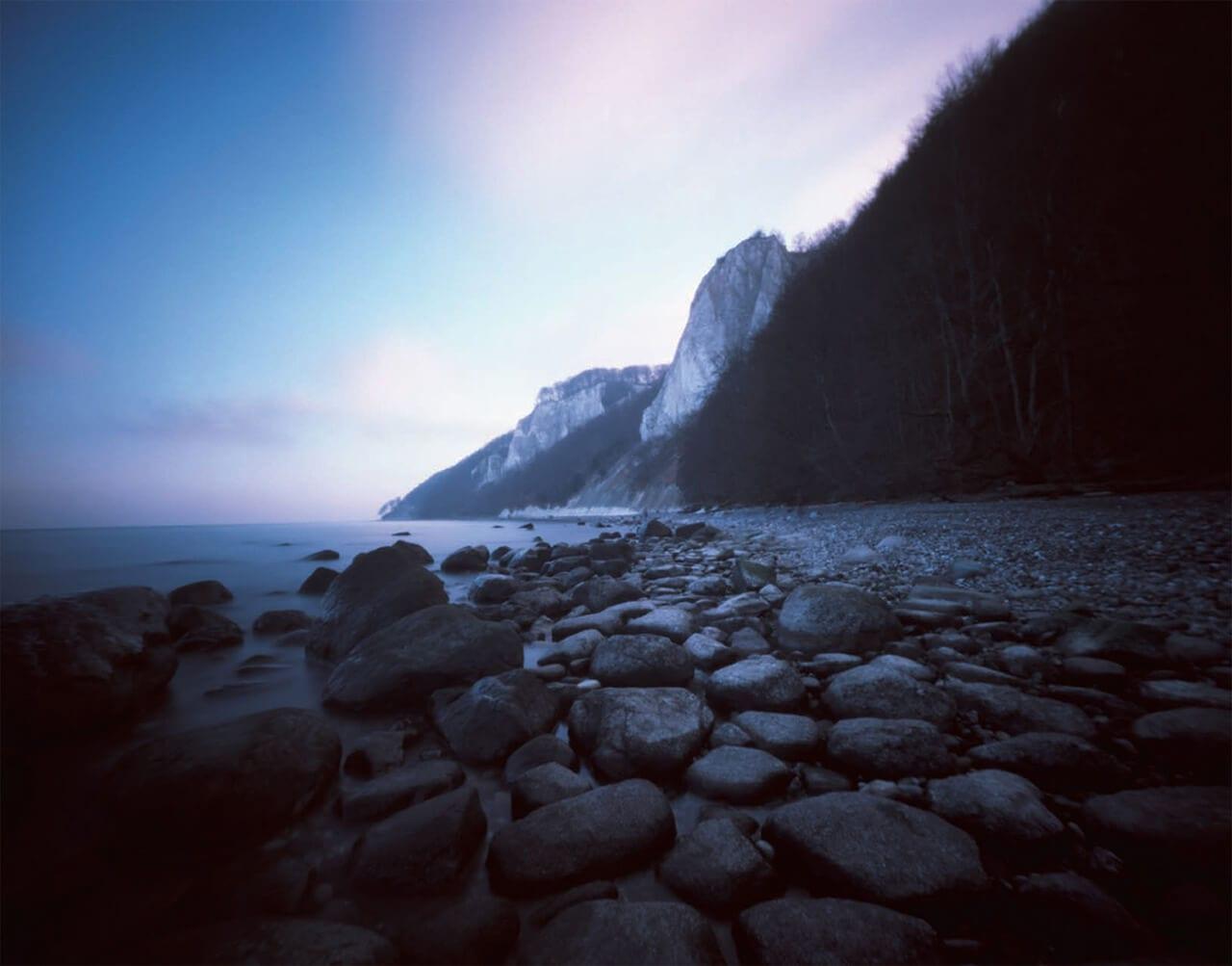 Bild des Kreidefelsen-Strandes auf Rügen aus dem Natur-Fotografie-Buch Lange Zeit Lichtbilder der baltischen See aus dem Verlag Seltmann + Söhne