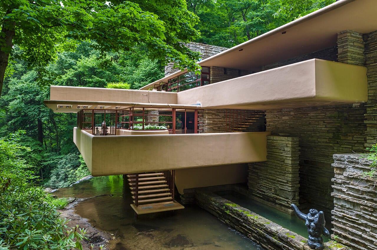 Lebensräume Phaidon Verlag The Frank Lloyd Wright designed Fallingwater or Kauffmann Residence in Mill Run Pennsylvania USA