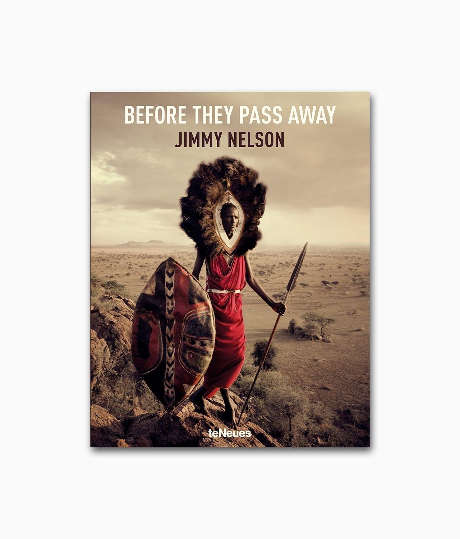 Buchcover des Buches über unbekannte Kulturen und der Natur in fremden Ländernmit dem Buchtitel Before They Pass Away aus dem teNeues Verlag