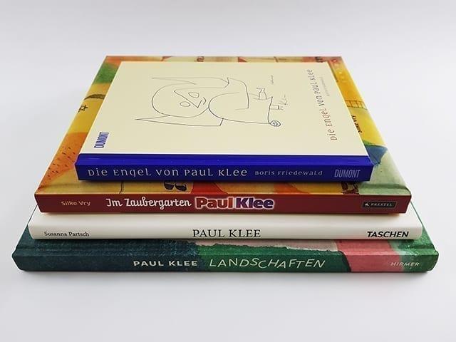 Bildbände und Bücher über Paul Klee Buchstapel
