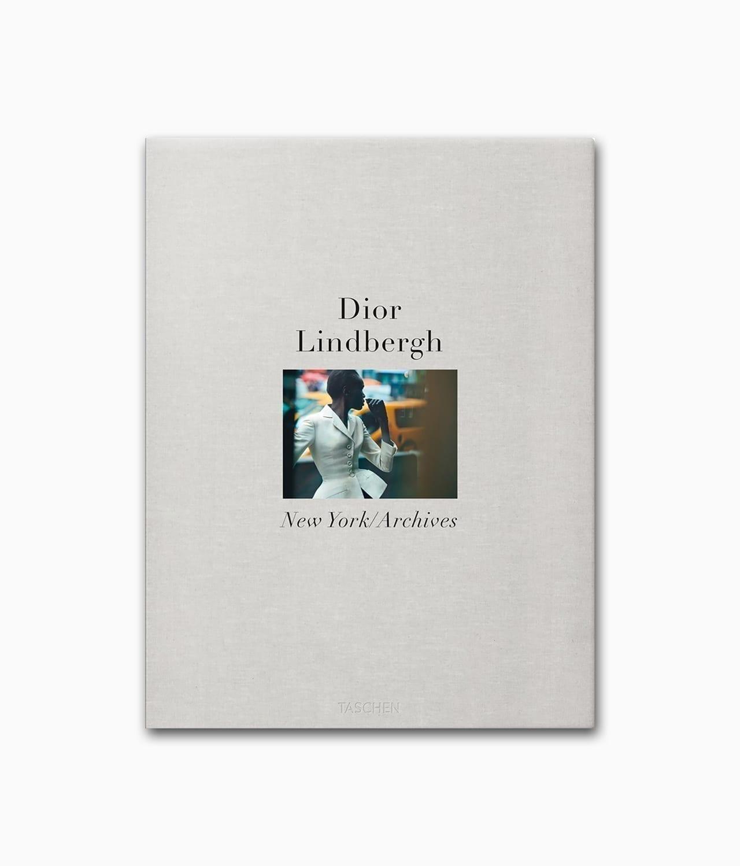 Cover des Bildbands über den Mode Designer Christian Dior mit Fotografien des berühmten Fotografens Peter Lindbergh erschienen im TASCHEN Verlag