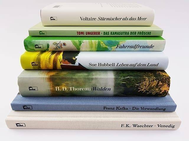 Diogenes Verlag Buchstapel