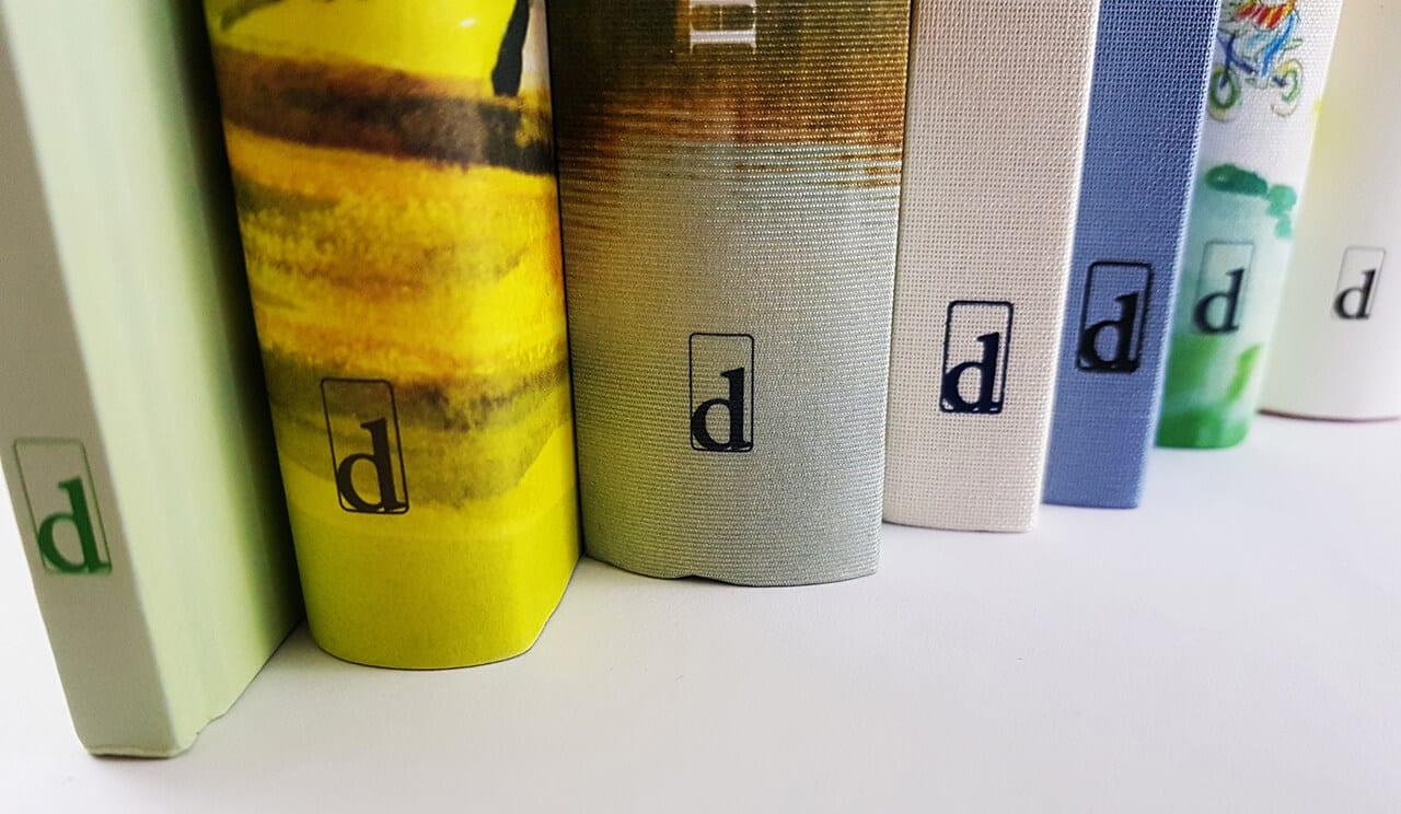 Diogenes Verlag Buchregal