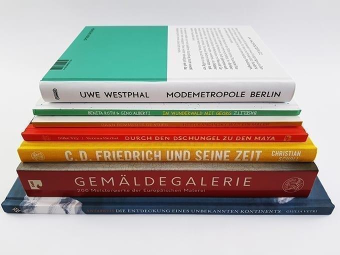 E.A. Seemann Verlag Buchtisch mit Büchern und Bildbänden