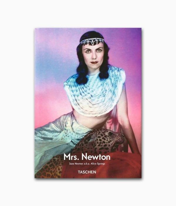 Cover des Buches über die Frau des breühmten Fotografens Helmut Newton mit dem Namen Mrs. Newton aus dem TASCHEN Verlag