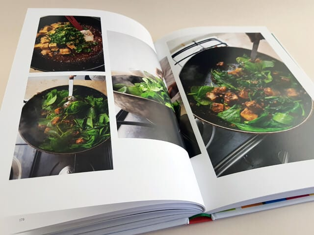 Flavour Dorling Kindersley Verlag aufgeschlagenes Kochbuch