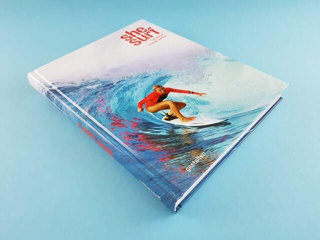 She Surf gestalten Verlag Buchcover liegend