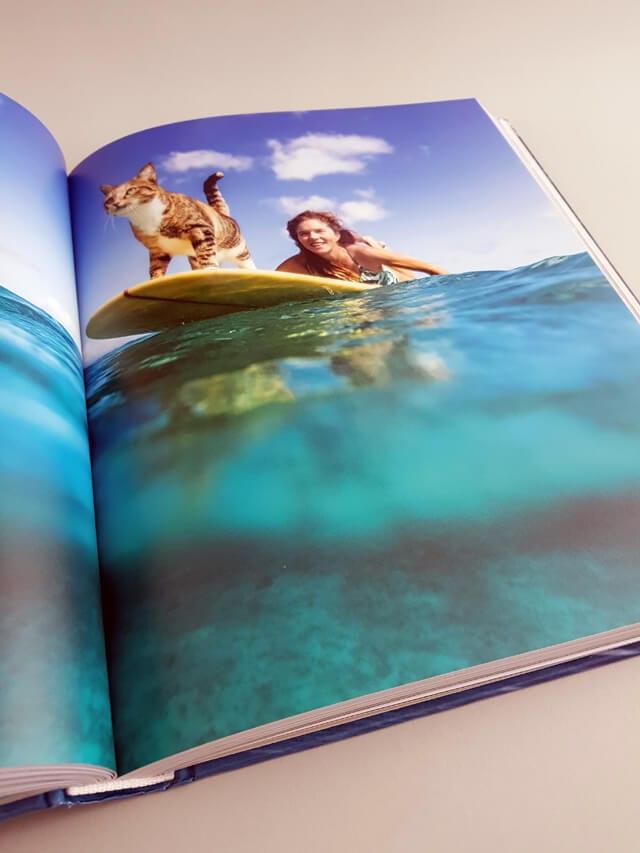 She Surf gestalten Verlag aufgeschlagener Bildband