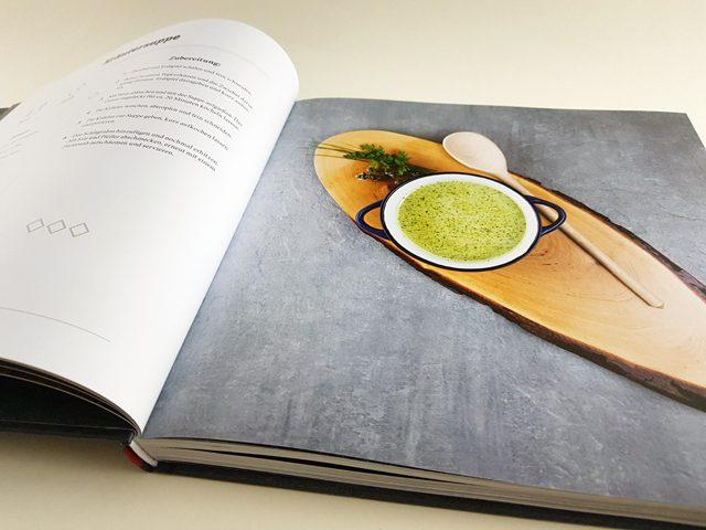 So schmeckt Tirol Tyrolia Verlag aufgeschlagenes Kochbuch