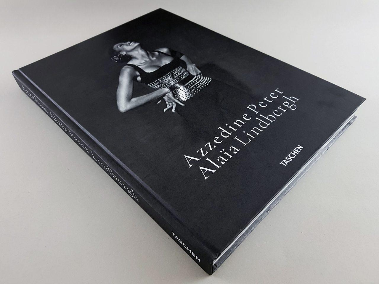 Peter Lindbergh. Azzedine Alaïa TASCHEN Verlag Buchcover liegend